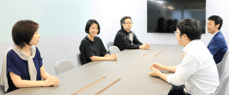 「自分達で調べるよりプロに聞いた方が圧倒的に解決のスピードが早い。『情報セキュリティ倶楽部』を契約しました」(左から田口氏、西山氏、hiroqn氏)※右から弊社・金子、白田