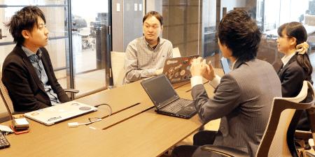 「今後も自社のステージに合わせたサポートをお願いしたいと考えています」(左から;斉藤氏、赤羽氏)※右2名は、弊社・井崎、村田